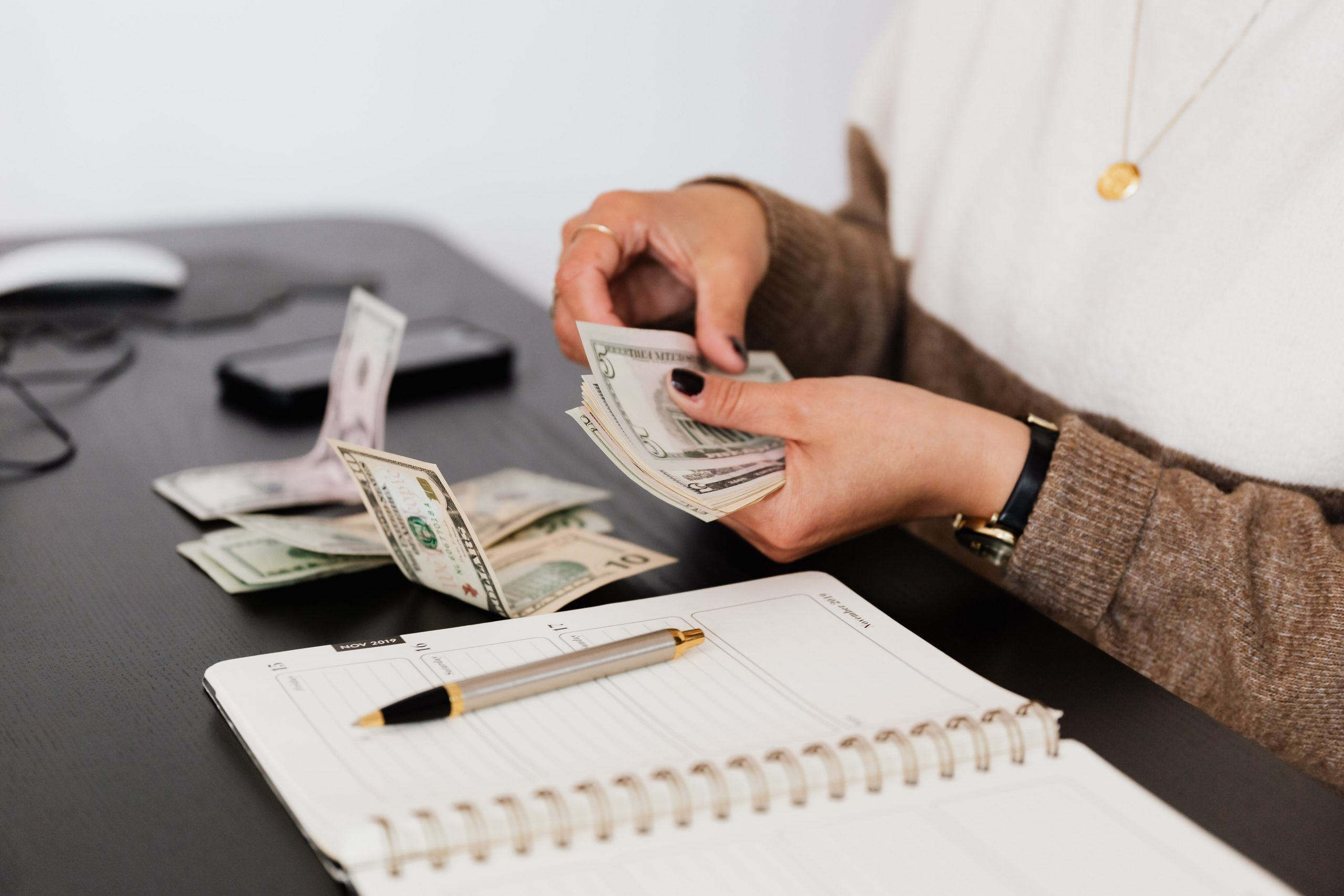 money habits of people who never go broke